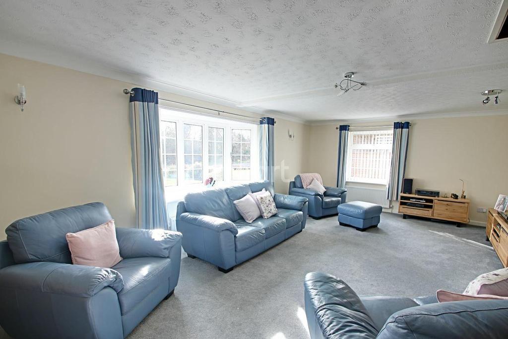4 Bedrooms Bungalow for sale in Hornbeam Drive, Horringer