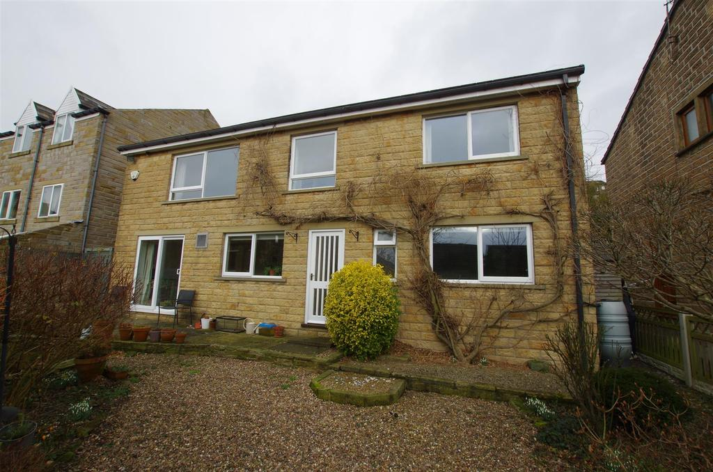 4 Bedrooms Detached House for sale in New Road, Greetland, Halifax