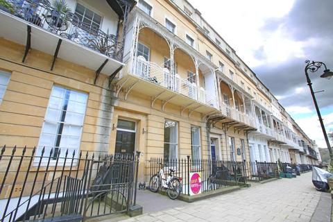2 bedroom flat to rent - Caledonia Place, Clifton