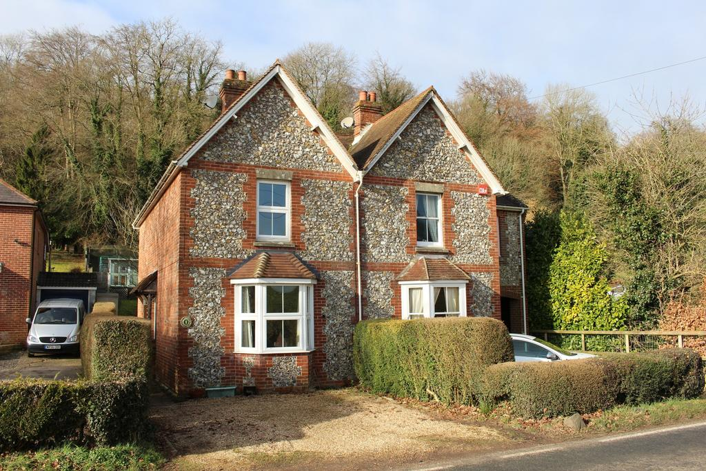 2 Bedrooms Semi Detached House for sale in GREEN LANE, HAMBLEDON
