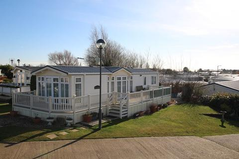 2 bedroom lodge for sale - Walton-on-the-Naze