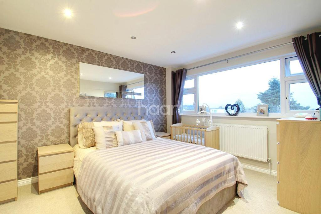 3 Bedrooms Semi Detached House for sale in Rose Gardens, Eythorne, CT15
