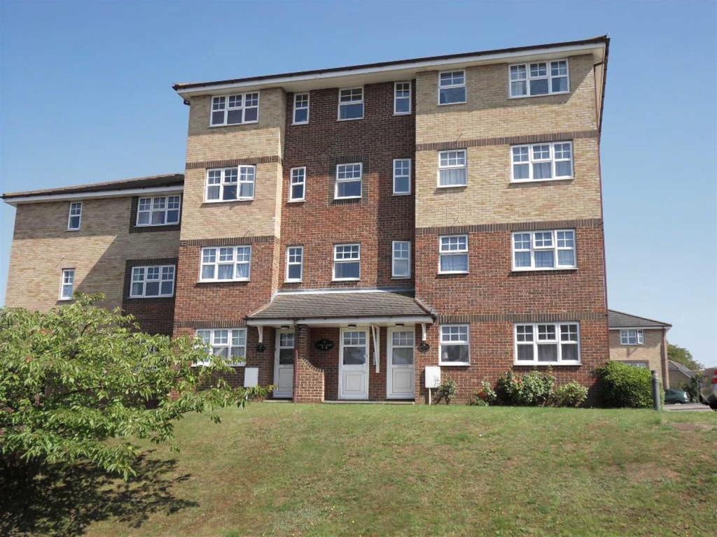 2 Bedrooms Maisonette Flat for sale in Dauphin, Wardown Park