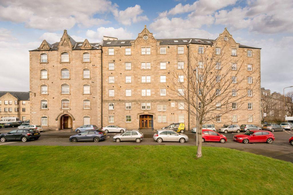 2 Bedrooms Flat for sale in 17/47 Johns Place, Edinburgh, EH6 7EN