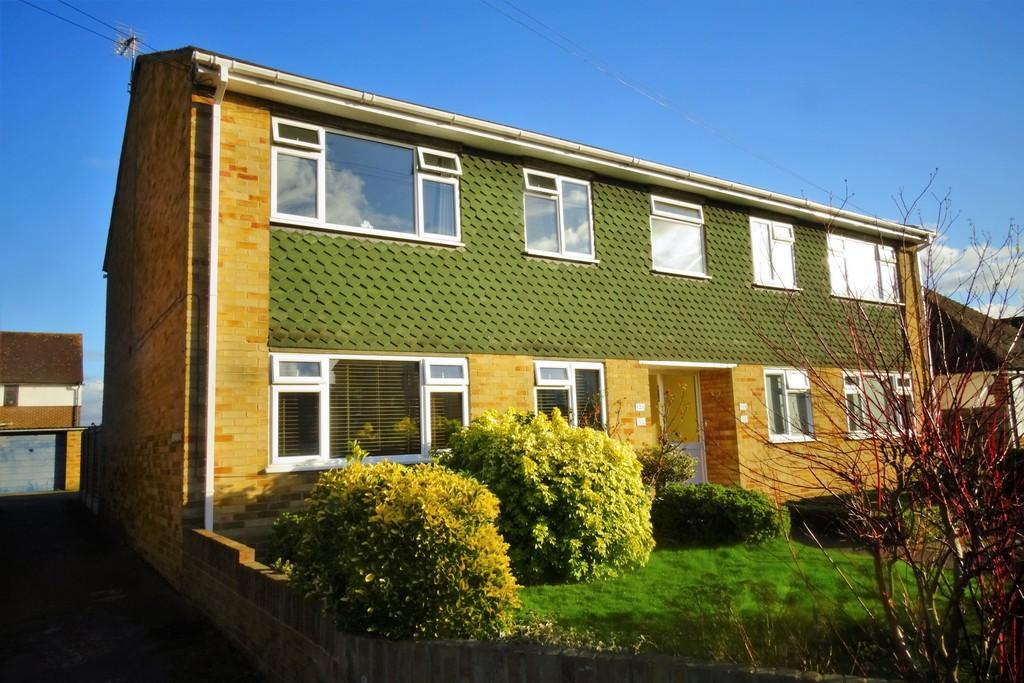 2 Bedrooms Maisonette Flat for sale in Watersplash Road, Shepperton, TW17