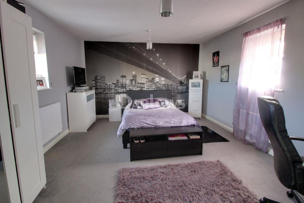 4 Bedrooms Semi Detached House for sale in Lakeside Close, Nantyglo, Blaenau Gwent