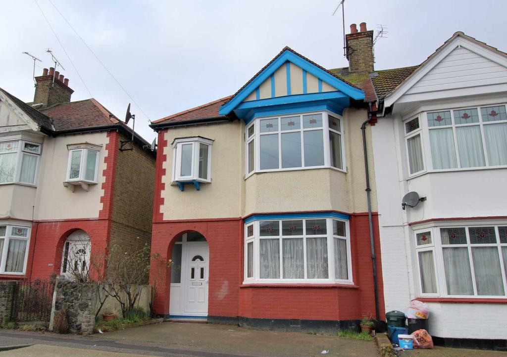 3 Bedrooms Semi Detached House for sale in Westminster Drive, Westcliff On Sea