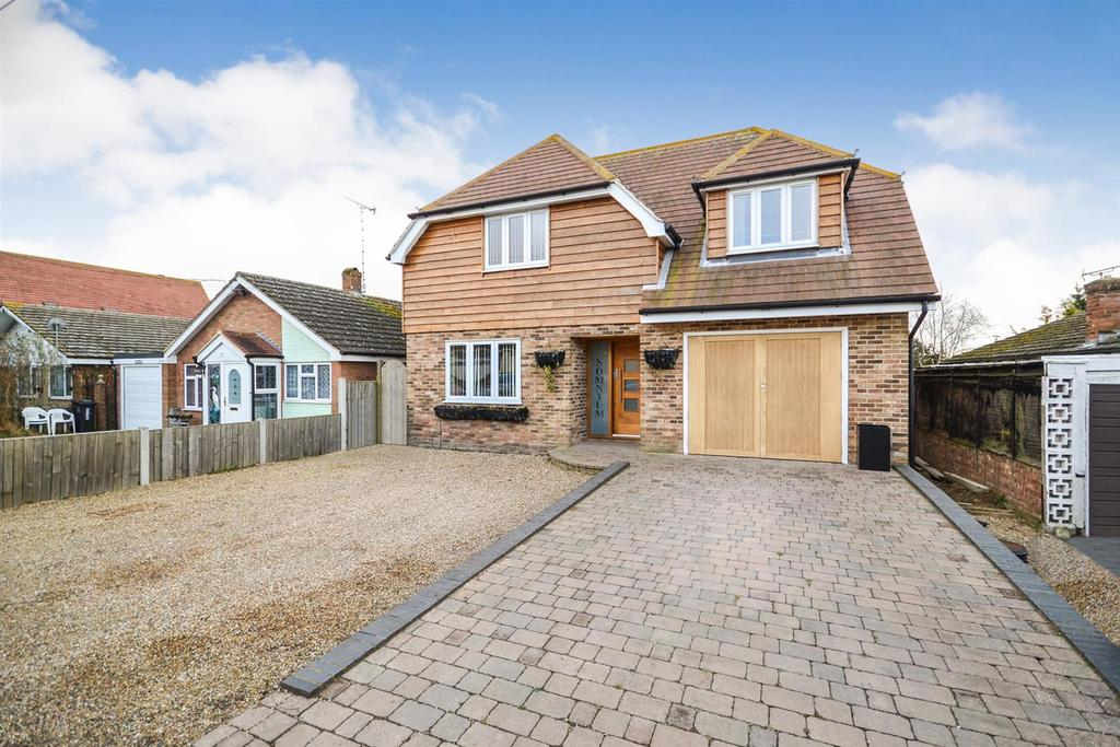 4 Bedrooms Detached House for sale in High View, St. Lawrence, Southminster