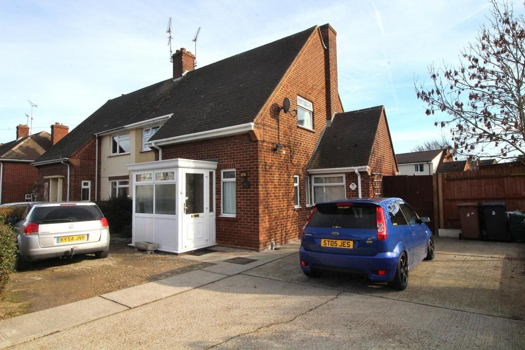 3 Bedrooms Semi Detached House for sale in Sawkins Close, Great Baddow, Chelmsford, Essex, CM2