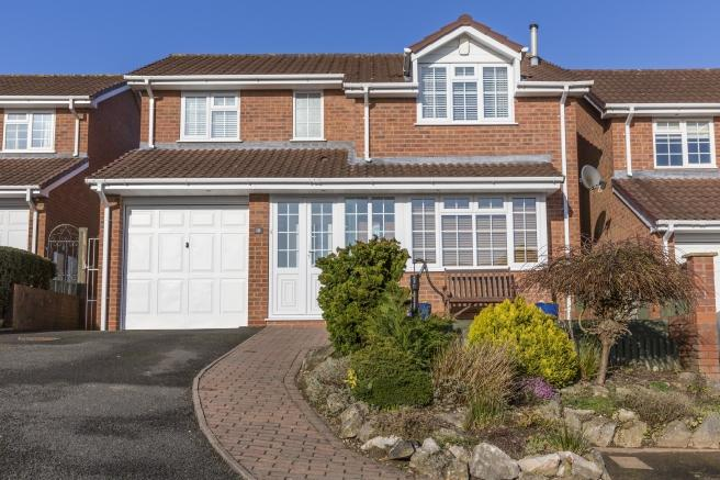 4 Bedrooms Detached House for sale in 10 Kingfisher Close, Newport, Shropshire, TF10 8QD