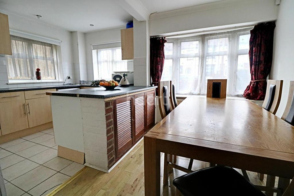 3 Bedrooms End Of Terrace House for sale in Guilford Road, Walthamstow