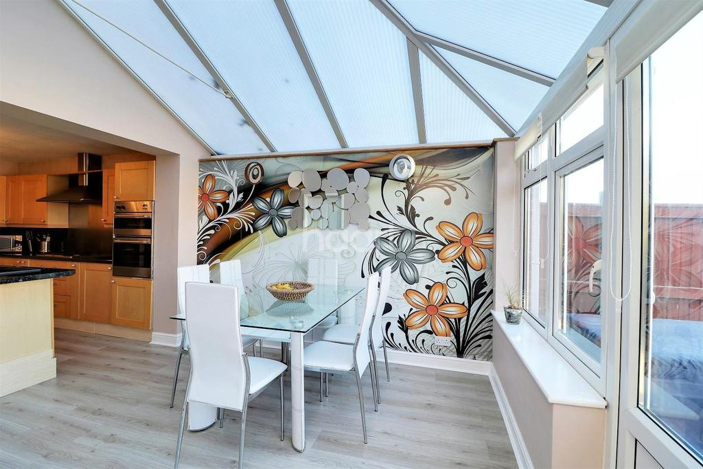3 Bedrooms End Of Terrace House for sale in Birch Road, Headley Down