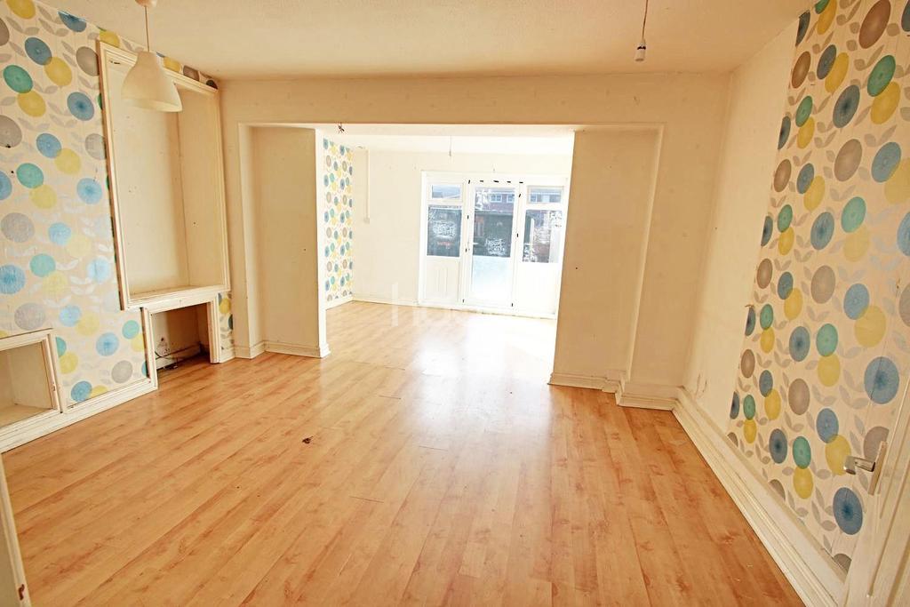 3 Bedrooms Terraced House for sale in Maesglas Road, Maesglas, Newport, NP20