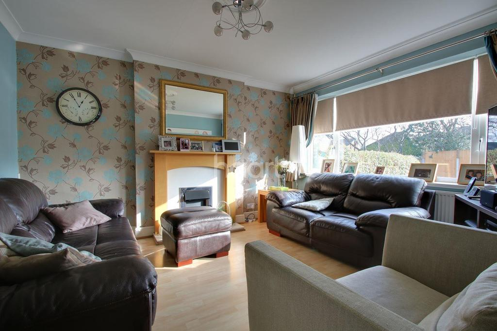 4 Bedrooms Terraced House for sale in Briars Walk, Harold Wood, RM3 0DH