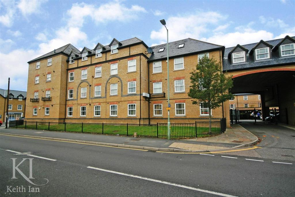 2 Bedrooms Apartment Flat for sale in Bowsher Court, Ware
