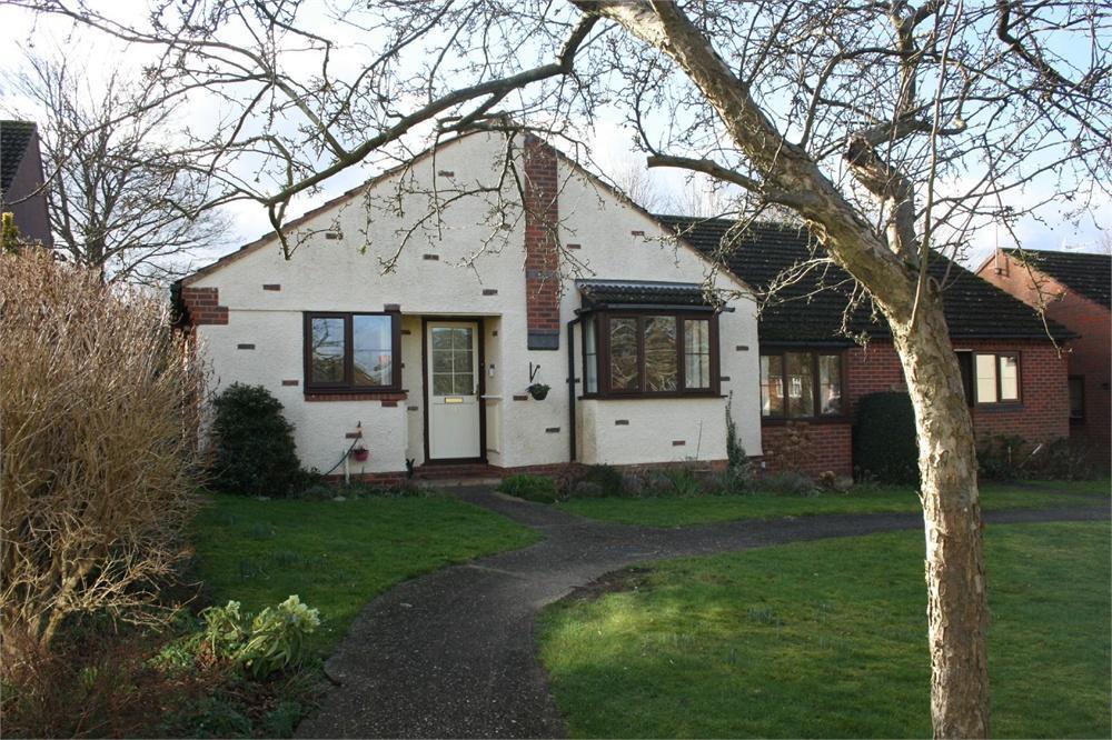 2 Bedrooms Semi Detached Bungalow for sale in Avon Road, Farnham, Surrey