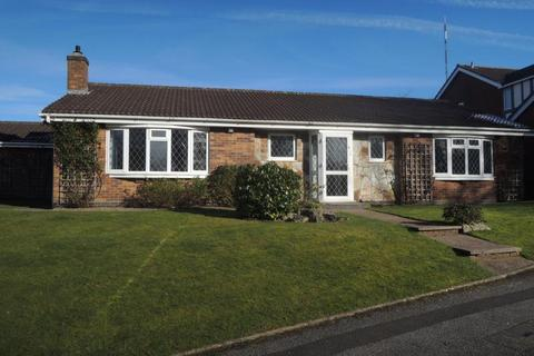 3 bedroom detached bungalow to rent - Netherstone Grove, Four Oaks, Sutton Coldfield, B74 4DT