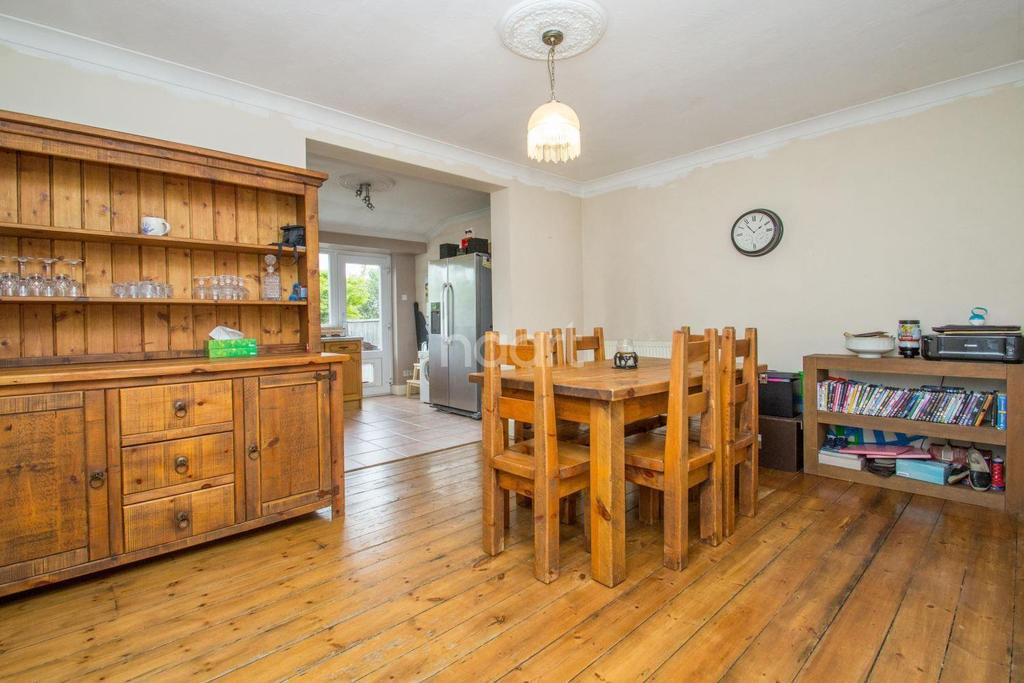 3 Bedrooms End Of Terrace House for sale in Benfleet