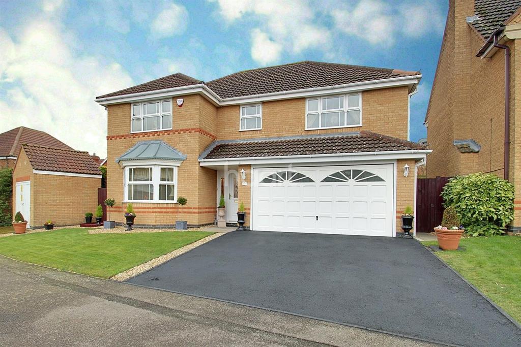 4 Bedrooms Detached House for sale in Meadow Sweet Road, Rushden