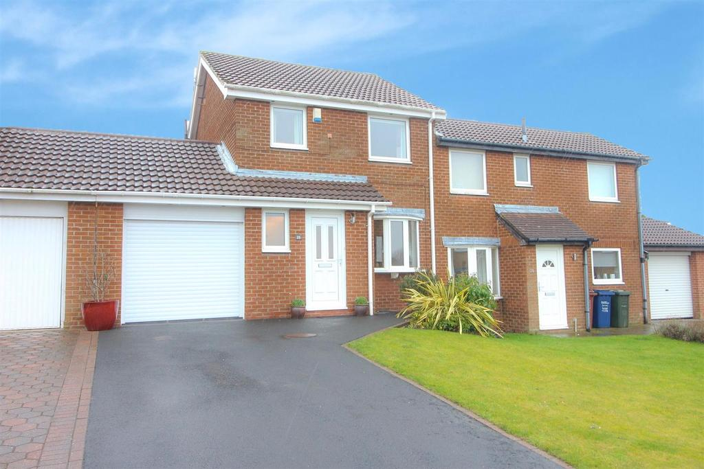 3 Bedrooms Semi Detached House for sale in Dereham Court, Newcastle Upon Tyne