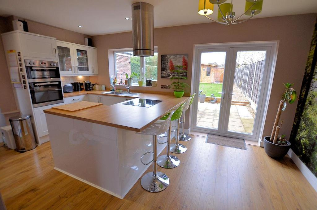 2 Bedrooms End Of Terrace House for sale in Lansdowne Road, Tilehurst, Reading