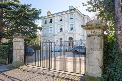 2 bedroom flat for sale - North Hall, Pittville Circus Road, Cheltenham, Gloucestershire, GL52