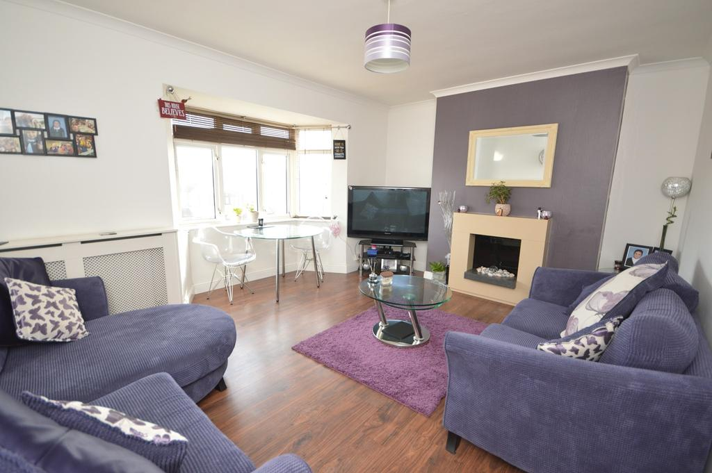 2 Bedrooms Apartment Flat for sale in Dagenham Road, Romford, RM7