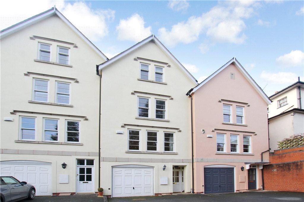 4 Bedrooms Terraced House for sale in Warwick Court, Malvern, Worcestershire, WR14