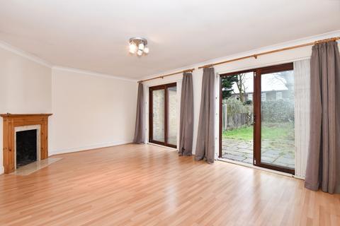 3 bedroom bungalow to rent - Thurlow Park Road London SE21