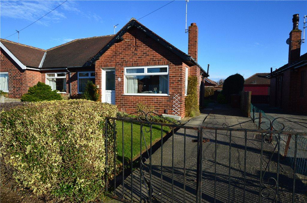 2 Bedrooms Semi Detached Bungalow for sale in Pendas Walk, Leeds, West Yorkshire