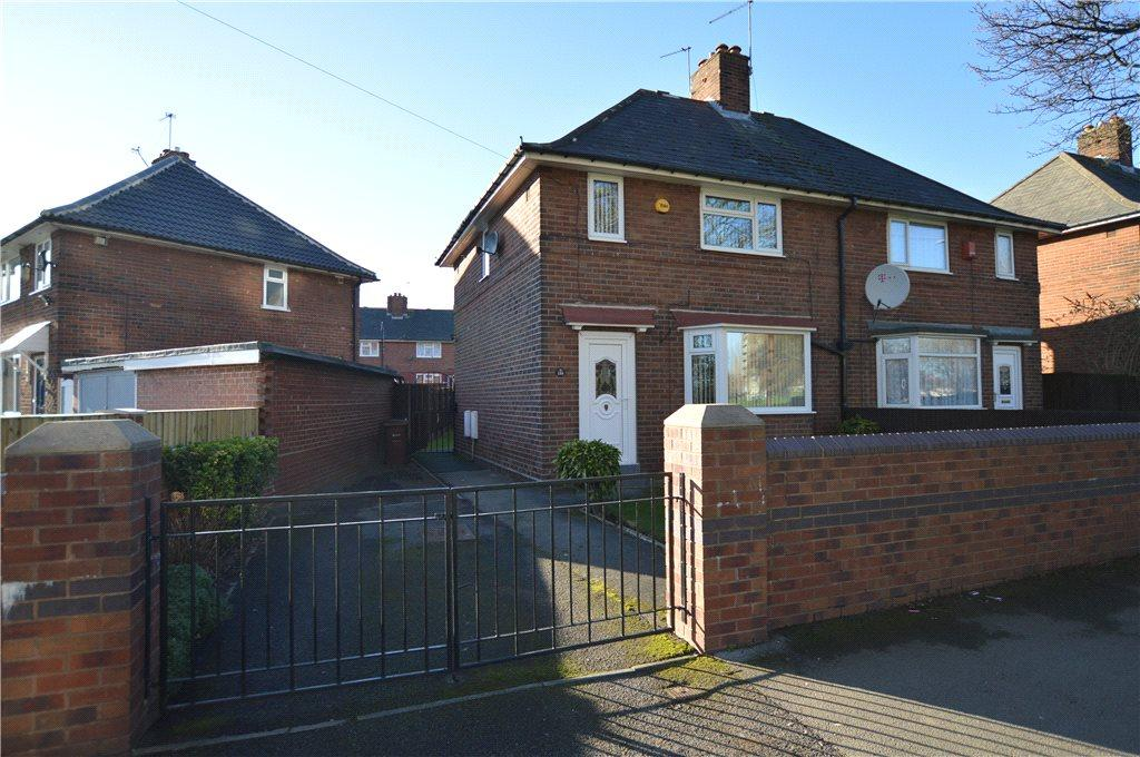 3 Bedrooms Semi Detached House for sale in Wykebeck Valley Road, Leeds, West Yorkshire