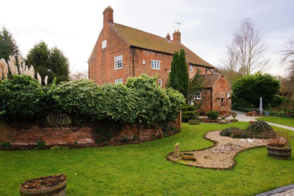 4 Bedrooms Detached House for sale in Haughton, Retford