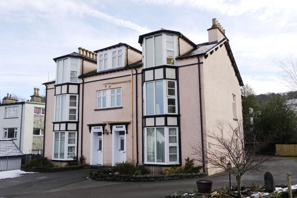 2 Bedrooms Apartment Flat for sale in 3 Green Bank Chase, Bowness-on-Windermere, LA23 3BW