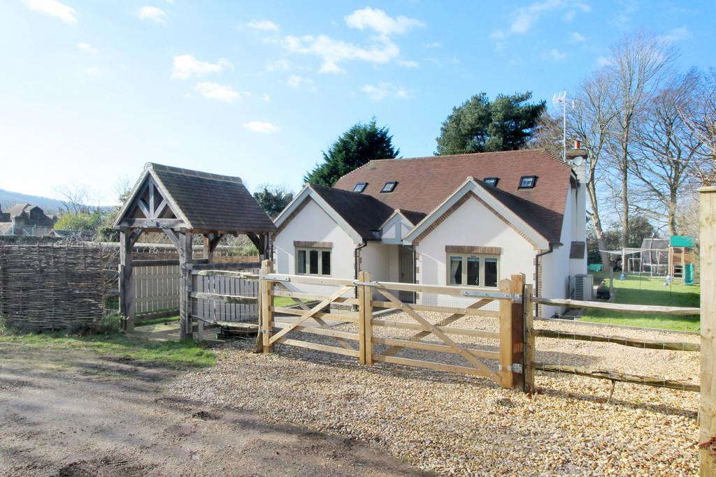 3 Bedrooms Detached House for sale in Storrington - 3 Bed House Annexe