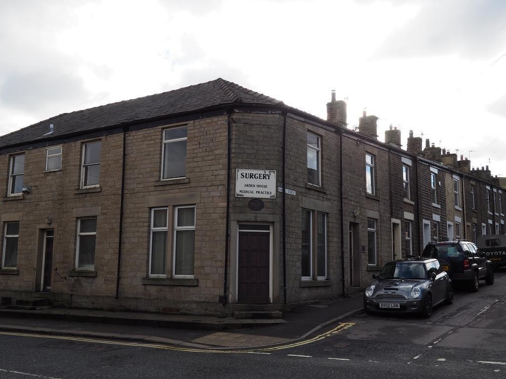 3 Bedrooms House for sale in New Mills Road, Hayfield, High Peak, Derbyshire, SK22 2JG