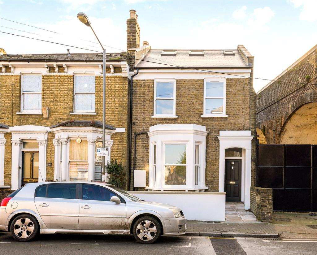 2 Bedrooms Flat for sale in Disraeli Road, Putney, London, SW15