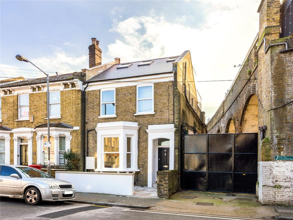 3 Bedrooms Maisonette Flat for sale in Disraeli Road, Putney, London, SW15