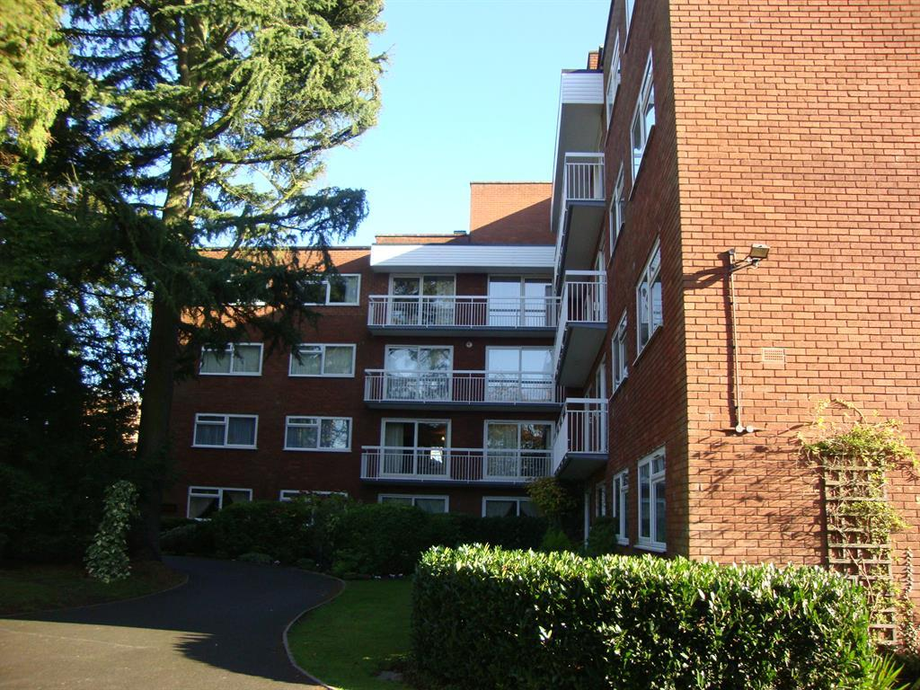 3 Bedrooms Flat for rent in Hampton Lane, Solihull, West Midlands, B91 2PX