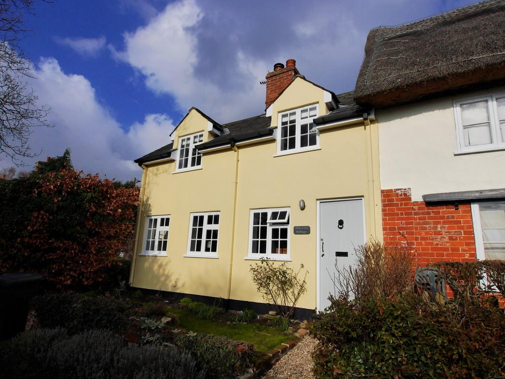 2 Bedrooms Cottage House for sale in Maritime Cottage, 4 Mill Lane, Polstead, Colchester, Essex, CO6 5AB