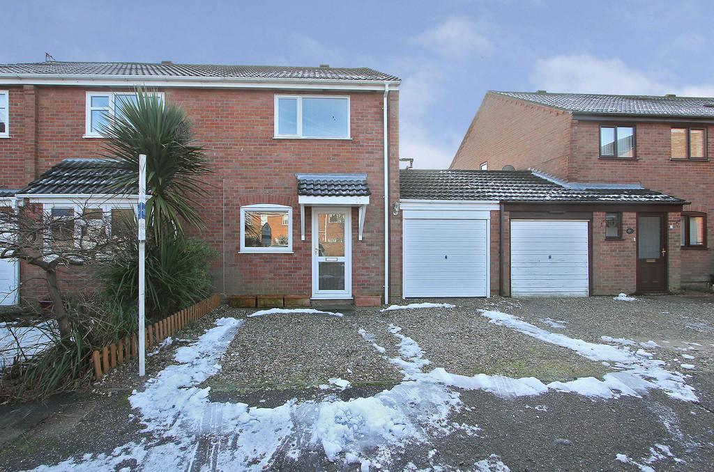 2 Bedrooms Semi Detached House for sale in Oakwood Close, Dereham