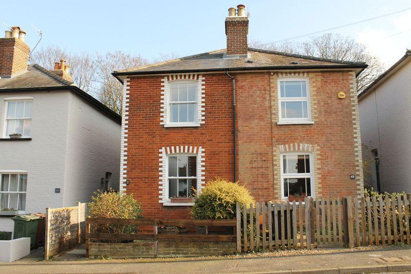 2 Bedrooms Semi Detached House for sale in Merrow