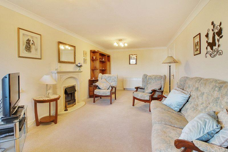 2 Bedrooms Retirement Property for sale in Manton Court, Kings Road, Horsham