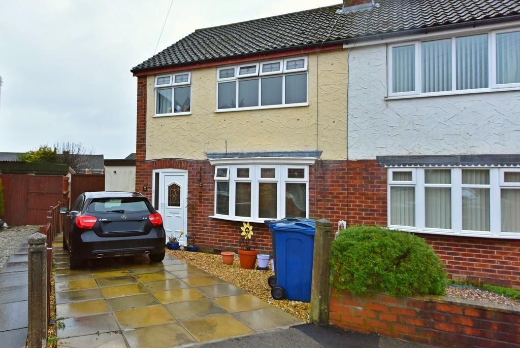 3 Bedrooms Semi Detached House for sale in Douglas Drive, Ormskirk, Lancashire