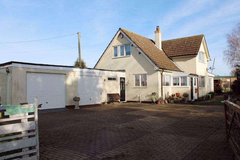 2 Bedrooms Chalet House for sale in Manston