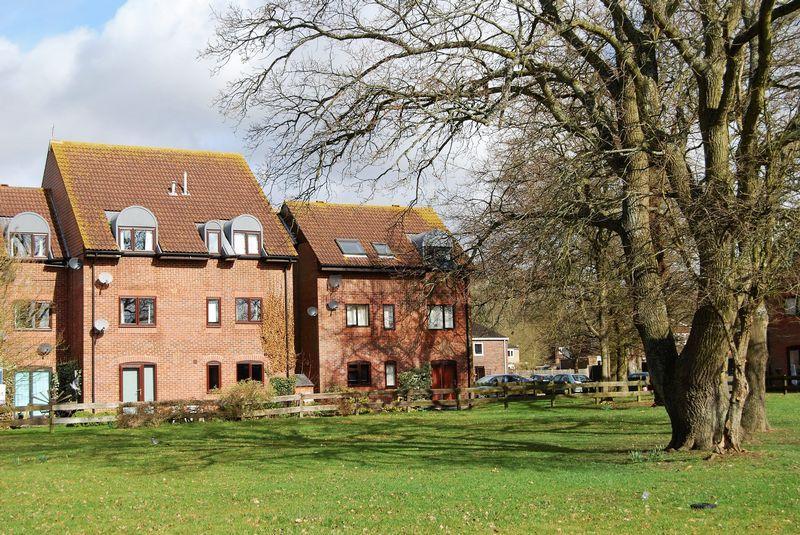 2 Bedrooms Apartment Flat for sale in Killicks, Cranleigh
