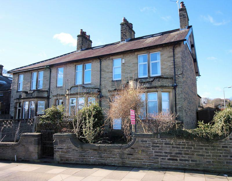 4 Bedrooms End Of Terrace House for sale in Huddersfield Road, Halifax