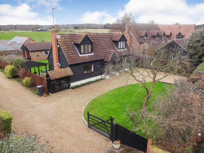 4 Bedrooms Detached House for sale in Silsoe Road, Maulden