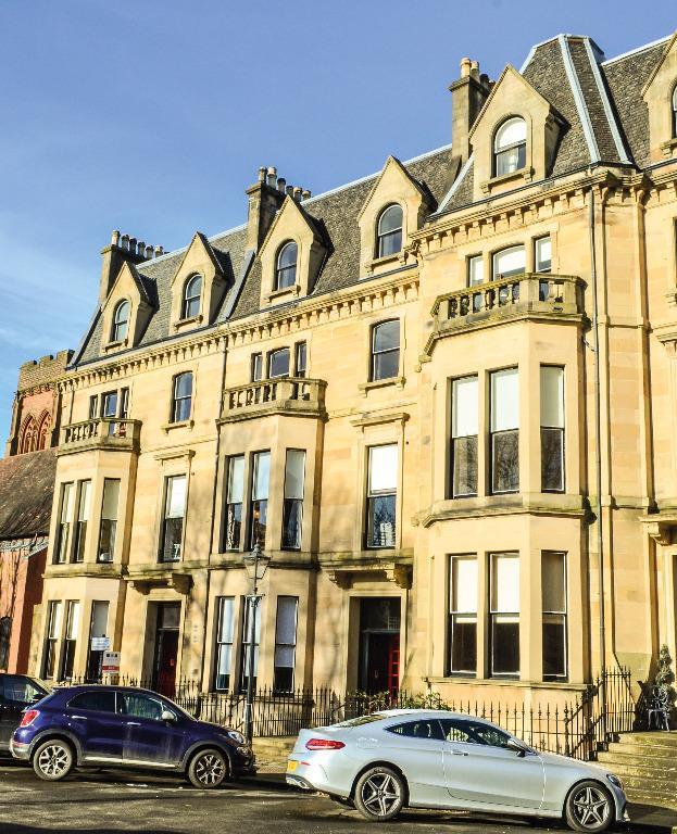 3 Bedrooms Flat for sale in Kingsborough Gardens, Flat 3, Hyndland, Glasgow, G12 9QB