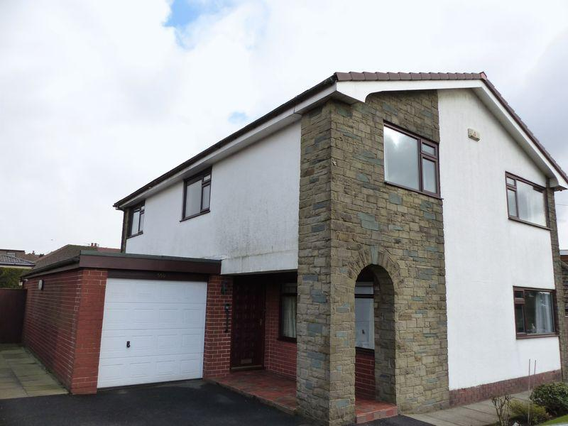 4 Bedrooms Detached House for sale in Rochdale Road, Oldham