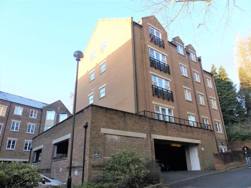 2 Bedrooms Apartment Flat for sale in Caversham Place, Manor Hill, Sutton Coldfield